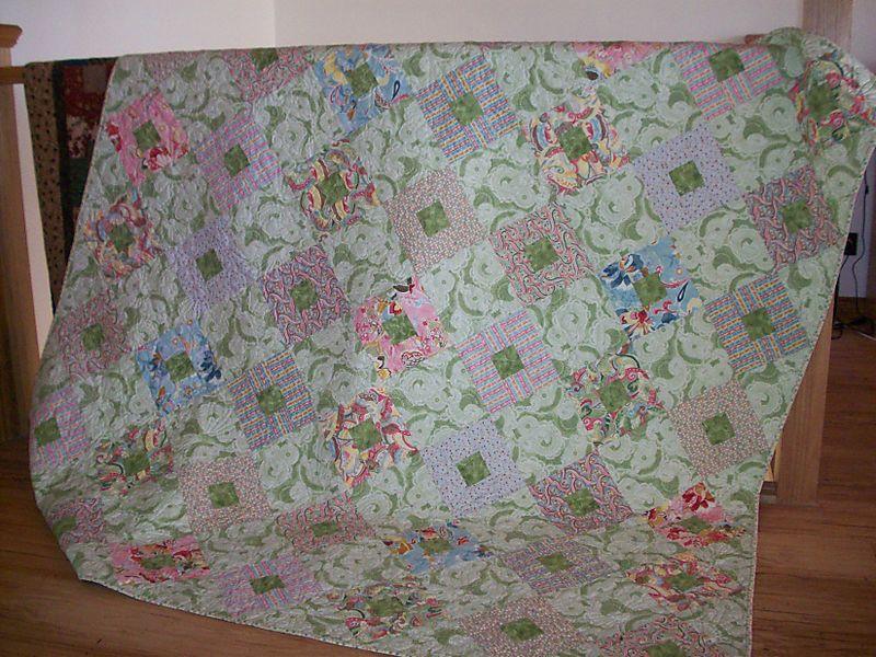 Beckys quilt closeup (1)