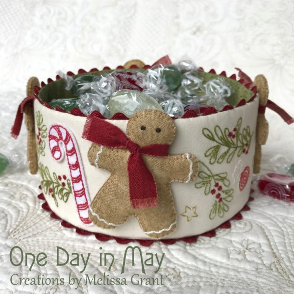 Sweet-Treats-Christmas-fabric-bowl-with-dimensional-gingerbread-men-600x600