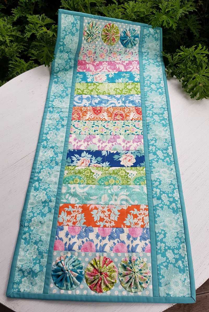 Bee Beautiful table runner