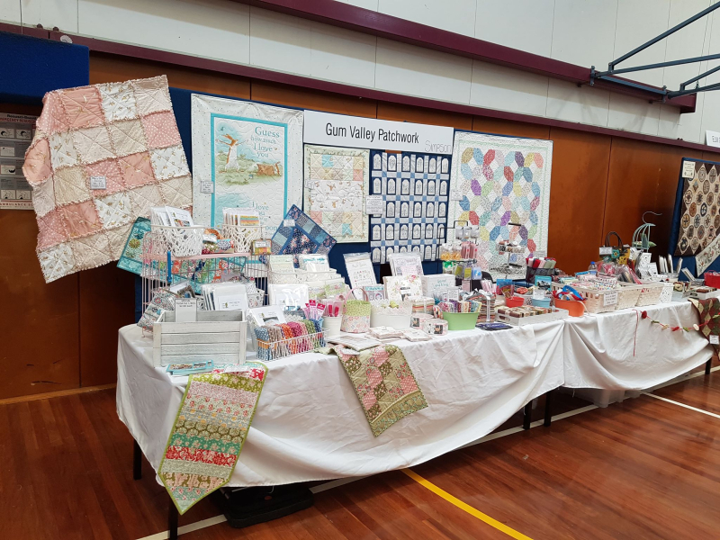 Quilt show stand