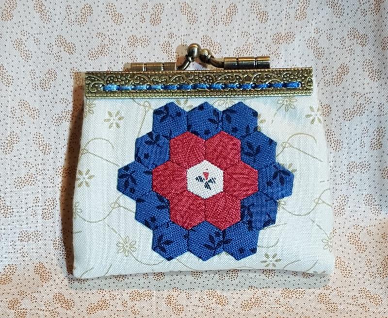 Hexie needle purse