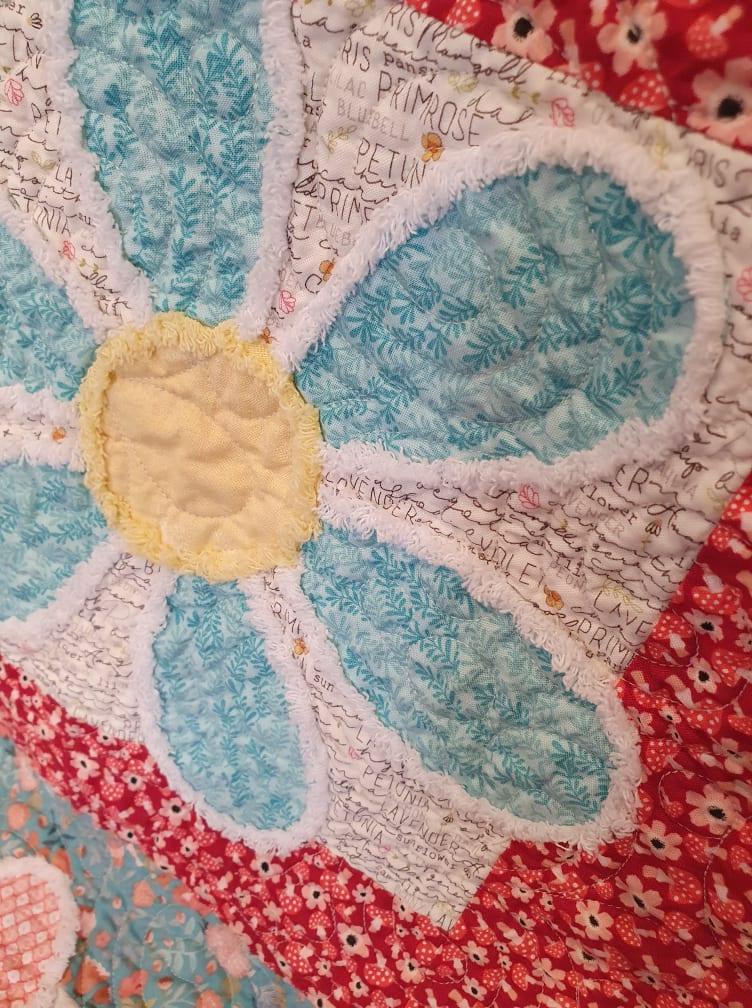 Blushing Blooms quilt close up